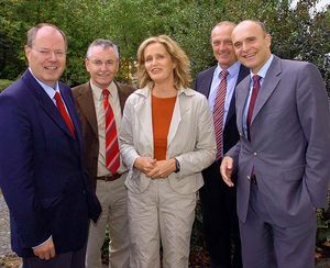 2007 - Bundesfinanzminister Peer Steinbrück besucht die KISS Schwerin: Peer Steinbrück, Joachim Hacker MdB, Silke Gajek, Norbert Claussen, Erwin Sellering (v.l.n.r.)