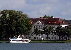 Blick über den Schweriner Pfaffenteich zur KISS Schwerin